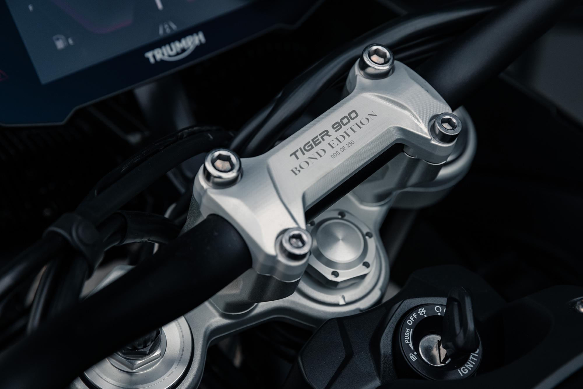Triumph ra mắt mẫu mô tô bản đặc biệt về điệp viên 007