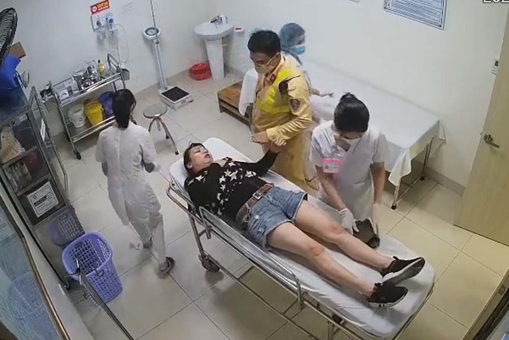 Nữ tài xế lên cơn đau tim trên cao tốc được CSGT đưa đi cấp cứu