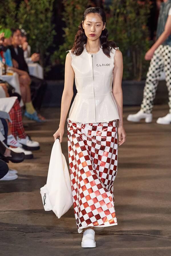 Dahan Phương Oanh sải bước ấn tượng tại tuần lễ thời trang Milan