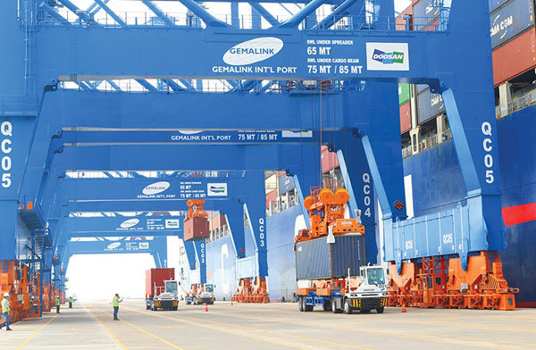 Stay-at-work policies hit ports in Vietnam