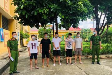 12 thanh niên thuê phòng khách sạn dùng ma tuý giữa mùa dịch