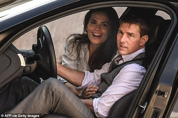 Tom Cruise chia tay bạn gái diễn viên kém 20 tuổi