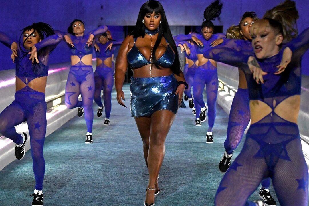 Dàn mẫu diện đồ sexy trong show diễn của ca sĩ tỷ phú Rihanna