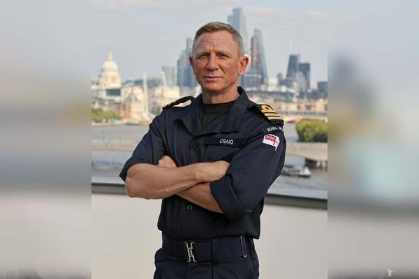 Điệp viên 007 Daniel Craig trở thành sĩ quan hải quân hoàng gia Anh