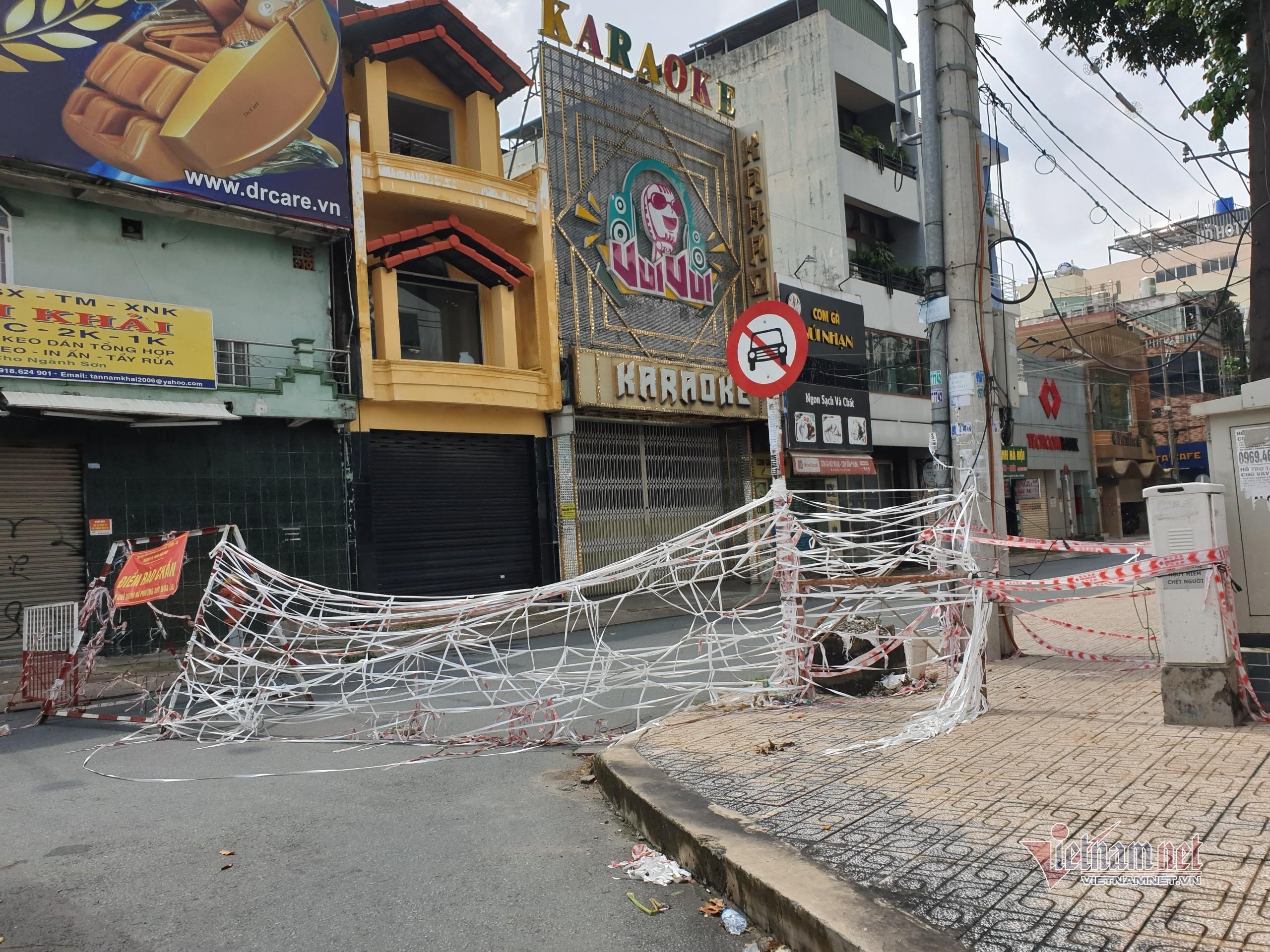 Người dân TP.HCM mong chờ ngày tháo dỡ rào chắn phong tỏa