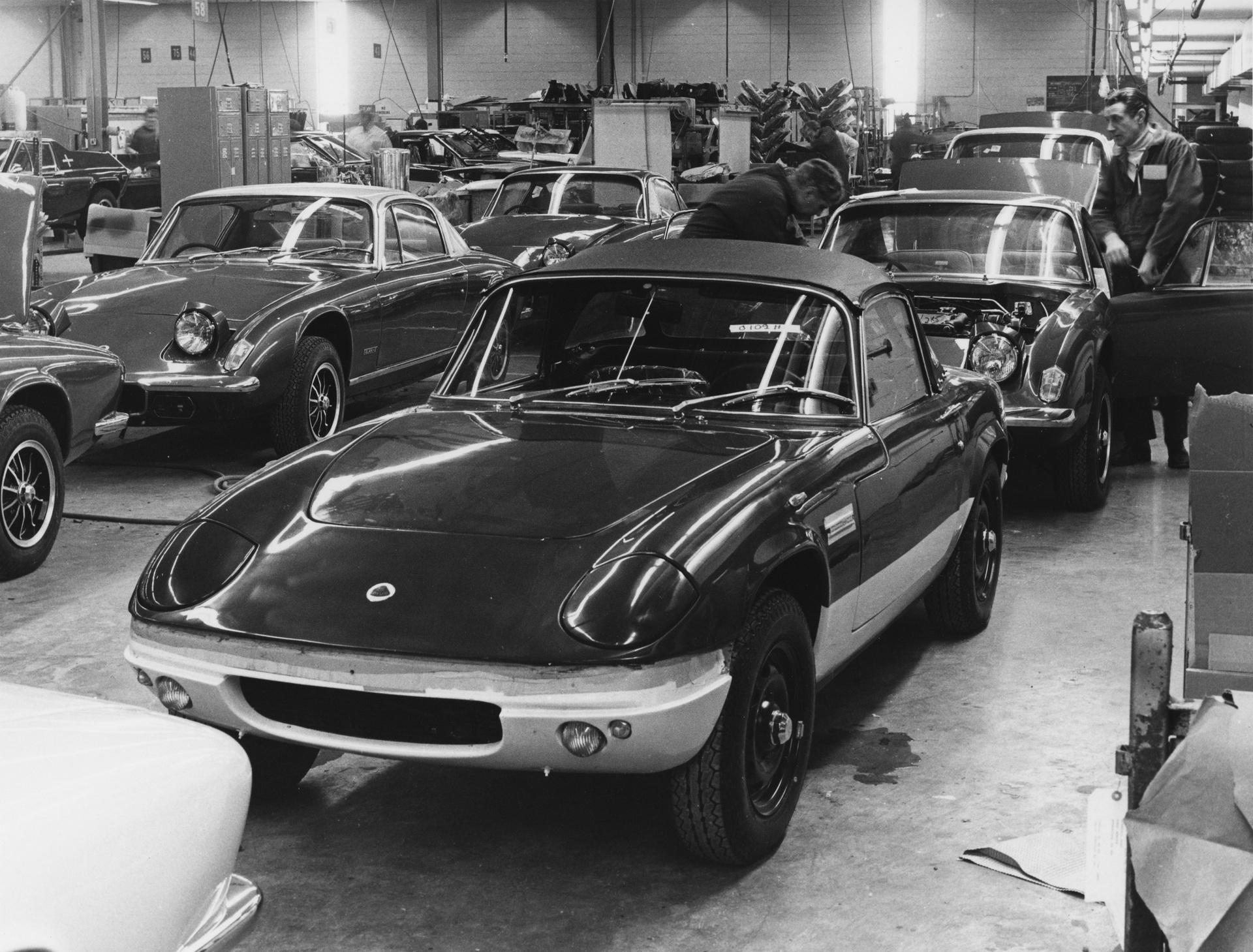 Những mẫu xe có đèn pha cụp-xoè quyến rũ nhất thế giới