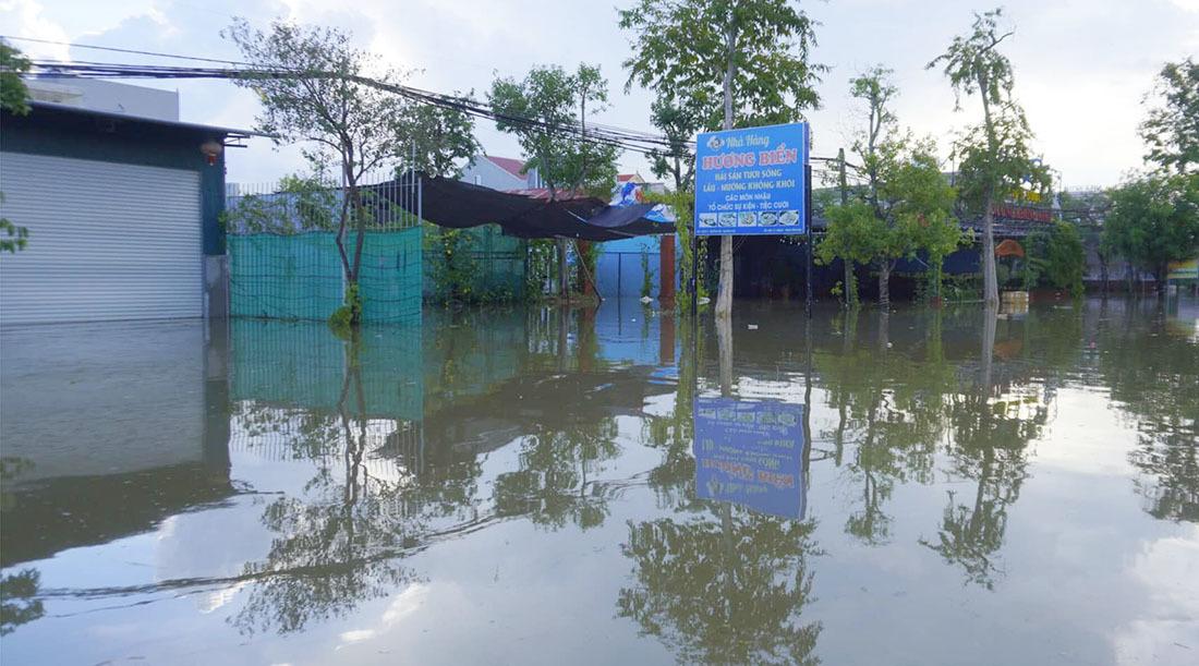 Mưa lớn gây ngập diện rộng, di dời hàng trăm hộ dân ở Nghệ An