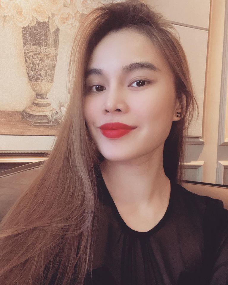 Phạm Quỳnh Nga đăng ảnh bên 3 mỹ nữ, Việt Anh lại trêu chọc