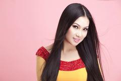 Vietnamese-origin billionaire singer donates more necessities to pandemic-hit people