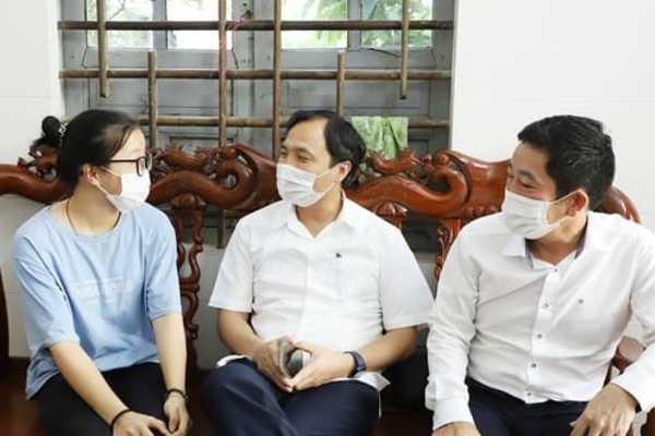 Nữ sinh mồ côi định bỏ ĐH Y Hà Nội được giúp đỡ hơn 260 triệu đồng