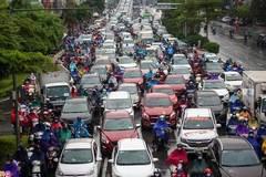 Đường phố Hà Nội ùn tắc kéo dài sau cơn mưa