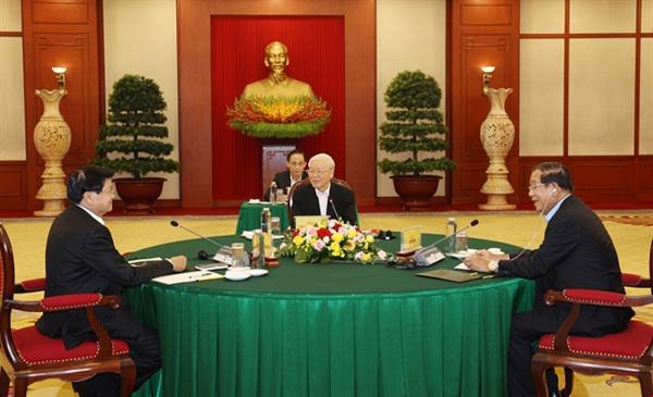 Vietnamese, Cambodian, Lao top leaders discuss cooperation
