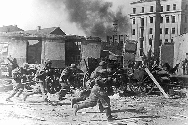 """Mười """"đòn chí mạng"""" của Hồng quân Liên Xô giáng vào phát xít Đức"""