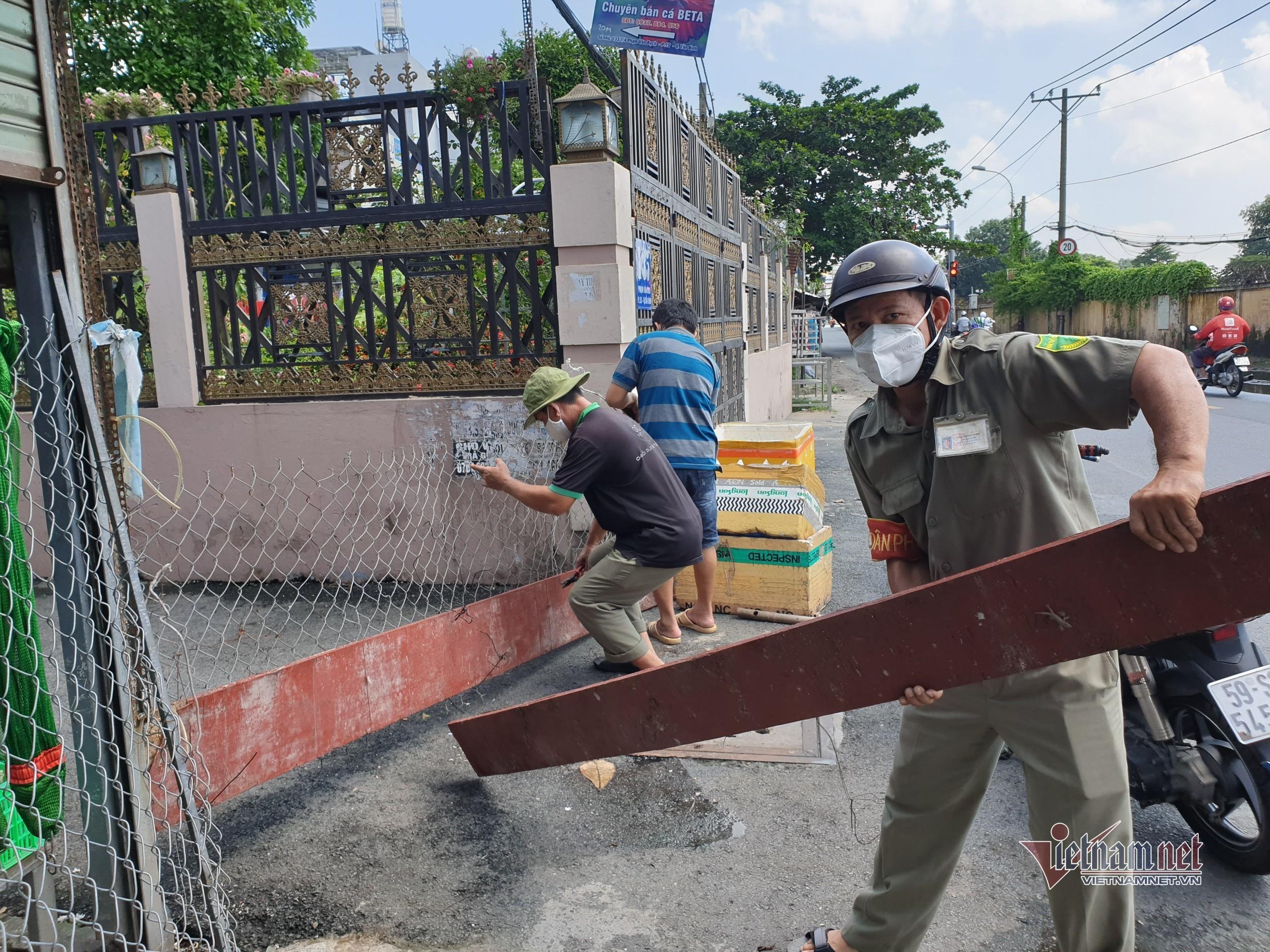 Hàng trăm con hẻm ở TP.HCM thoát cảnh rào chắn 'bít bùng'