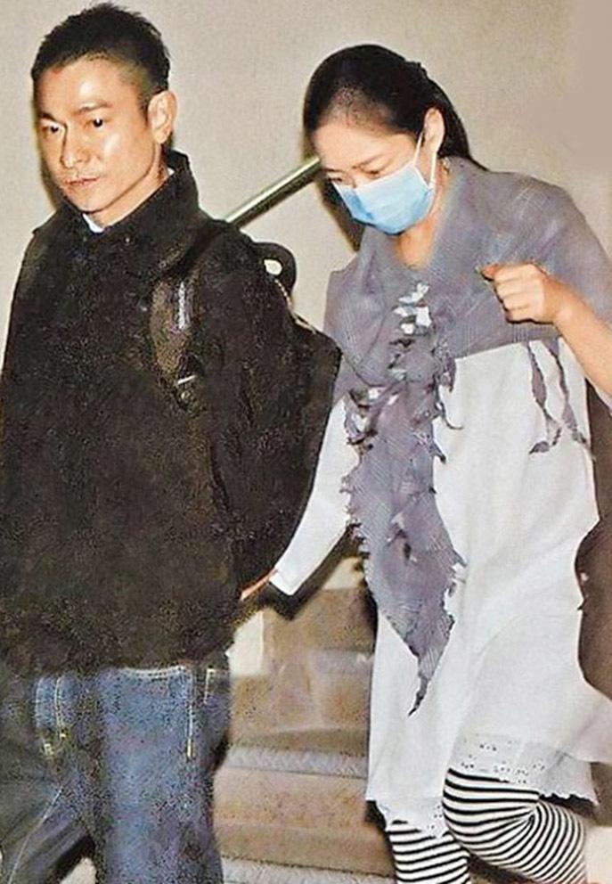 Tuổi 60, Lưu Đức Hoa sự nghiệp tiếng tăm, hôn nhân viên mãn bên vợ kín tiếng
