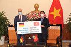 Đức hỗ trợ bổ sung 2,6 triệu liều vắc xin cho Việt Nam