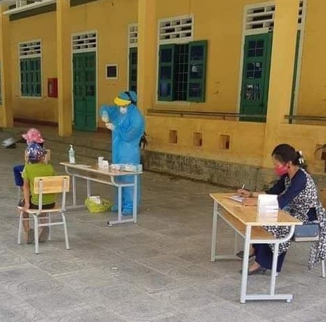 58 học sinh phải ngủ lại trường đợi kết quả xét nghiệm Covid-19