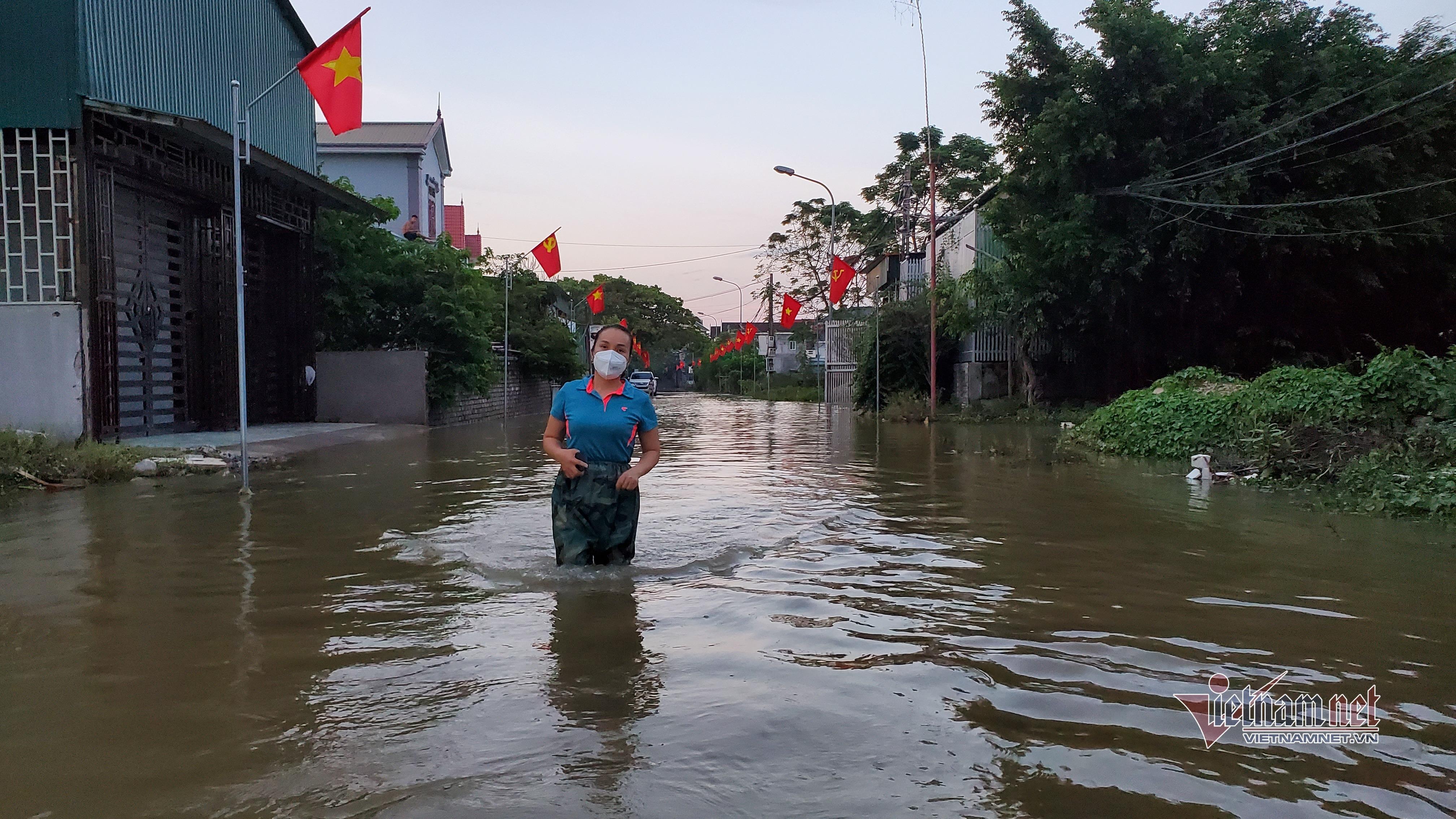 Hình ảnh vùng lũ nơi nhiều xã bị cô lập, gần 3.000 nhà dân còn ngập