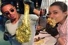 Bít tết dát vàng gần 1.000 USD ở nhà hàng mới của 'thánh rắc muối'
