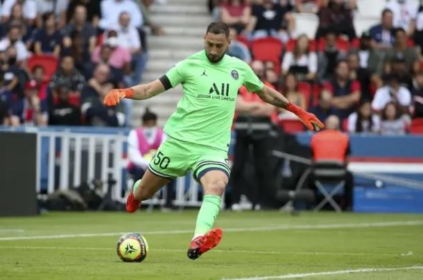 Messi liên kết 'trù dập' thủ thành Donnarumma, PSG nổi sóng ngầm