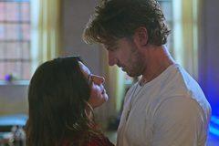 Phim 'Sex/Life' làm tiếp phần 2 bất chấp chỉ trích