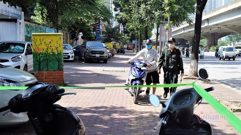 Thanh niên 'đầu trần' dạo phố, thấy Cảnh sát 141 vội quay đầu bỏ chạy