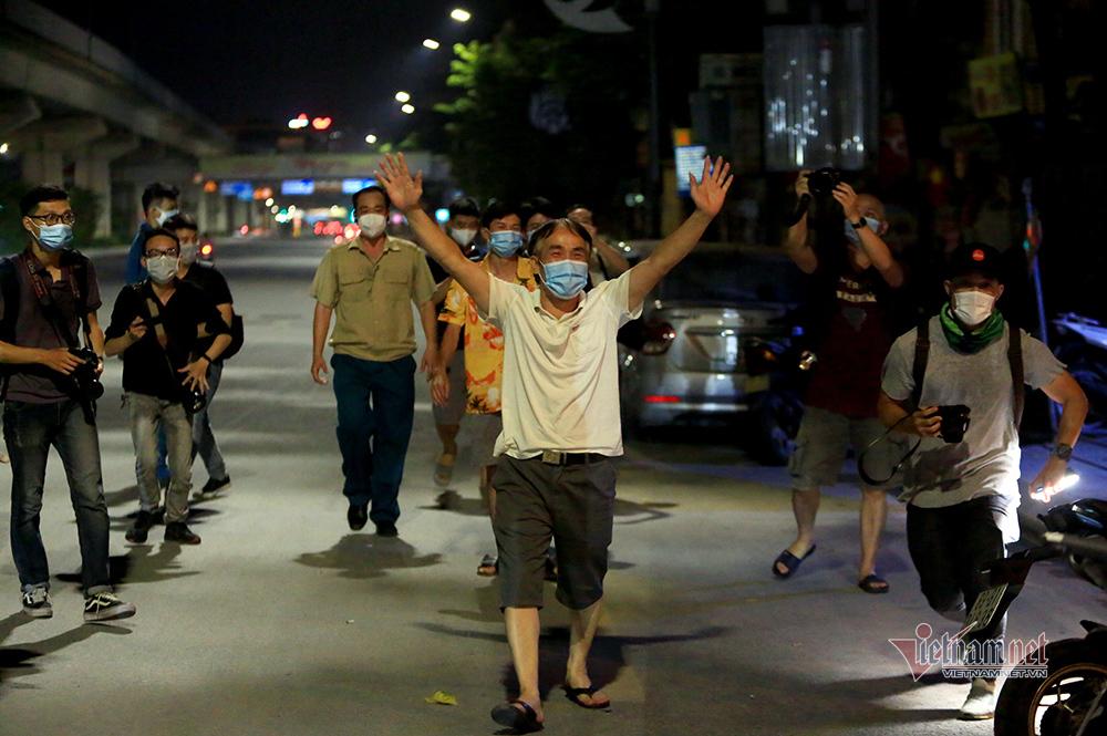Dỡ phong toả tại ổ dịch lớn nhất Hà Nội