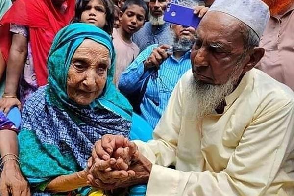 Mẹ con đoàn tụ sau 70 năm ly tán