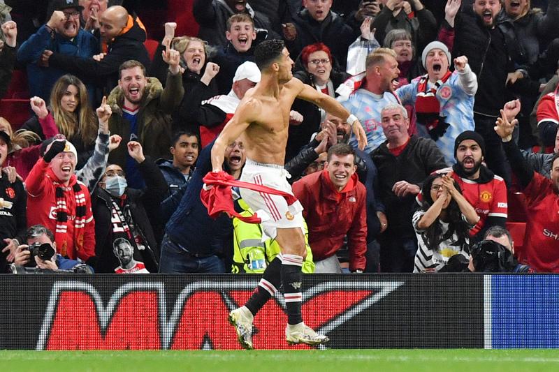 Ronaldo 'nổ súng' phút bù giờ, MU thắng nghẹt thở