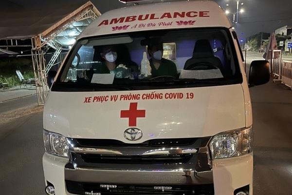Tài xế xe cứu thương khóa cửa, bỏ đi khi bị chốt kiểm soát dịch kiểm tra