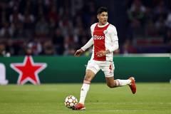 MU tậu sao Ajax thay thế Fred