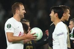 """Harry Kane lập hat-trick lịch sử, Tottenham thắng """"bàn tay nhỏ"""""""