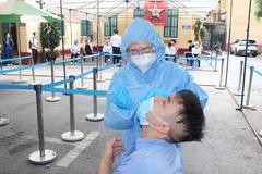 Đến bệnh viện khám, điều trị làm gì để tránh lây nhiễm Covid-19?