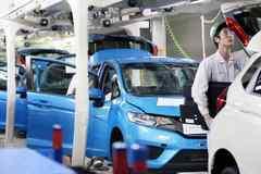 Toyota, Nissan, Honda tiếp tục cắt giảm sản lượng ô tô