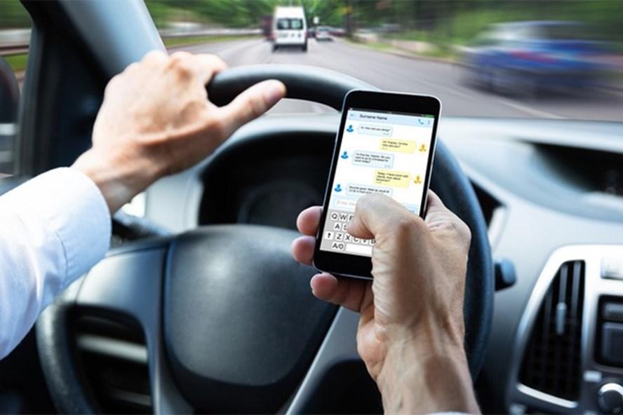 5 thói quen xấu khi lái xe ôtô khiến tài xế bị phạt nặng