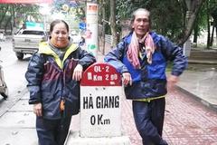 Vợ chồng U60 mỗi người 1 xe máy, đi xuyên Việt suốt 16 ngày