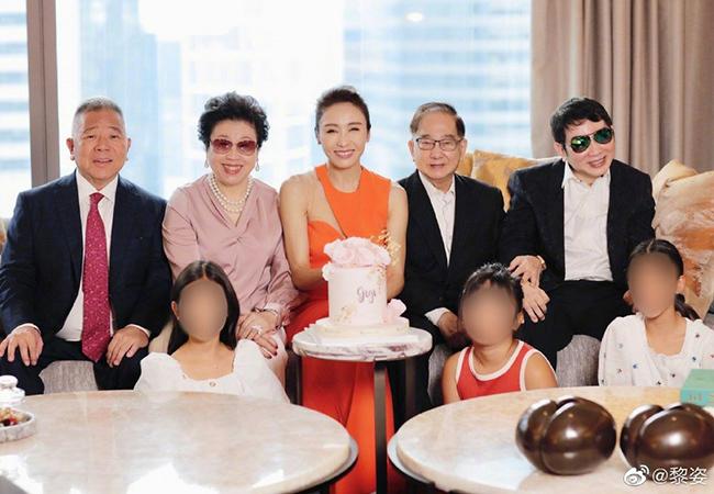 Lê Tư đón tuổi 50 bên gia đình và chồng tỷ phú tật nguyền