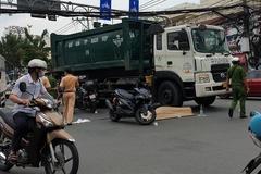 Xe chở rác cán chết thanh niên giữa ngã tư ở TP.HCM