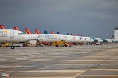 Dàn máy bay xếp hàng tại Tân Sơn Nhất chờ ngày cất cánh