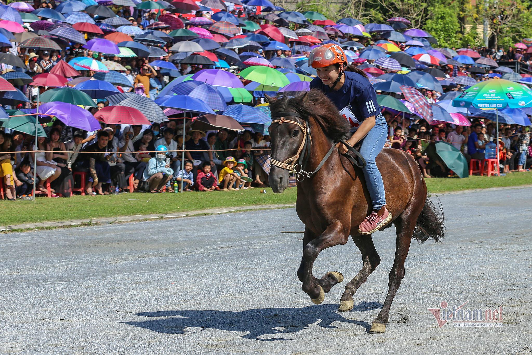 Lễ hội đua ngựa Bắc Hà từ ngày đầu tổ chức đến Di sản Văn hóa - 4