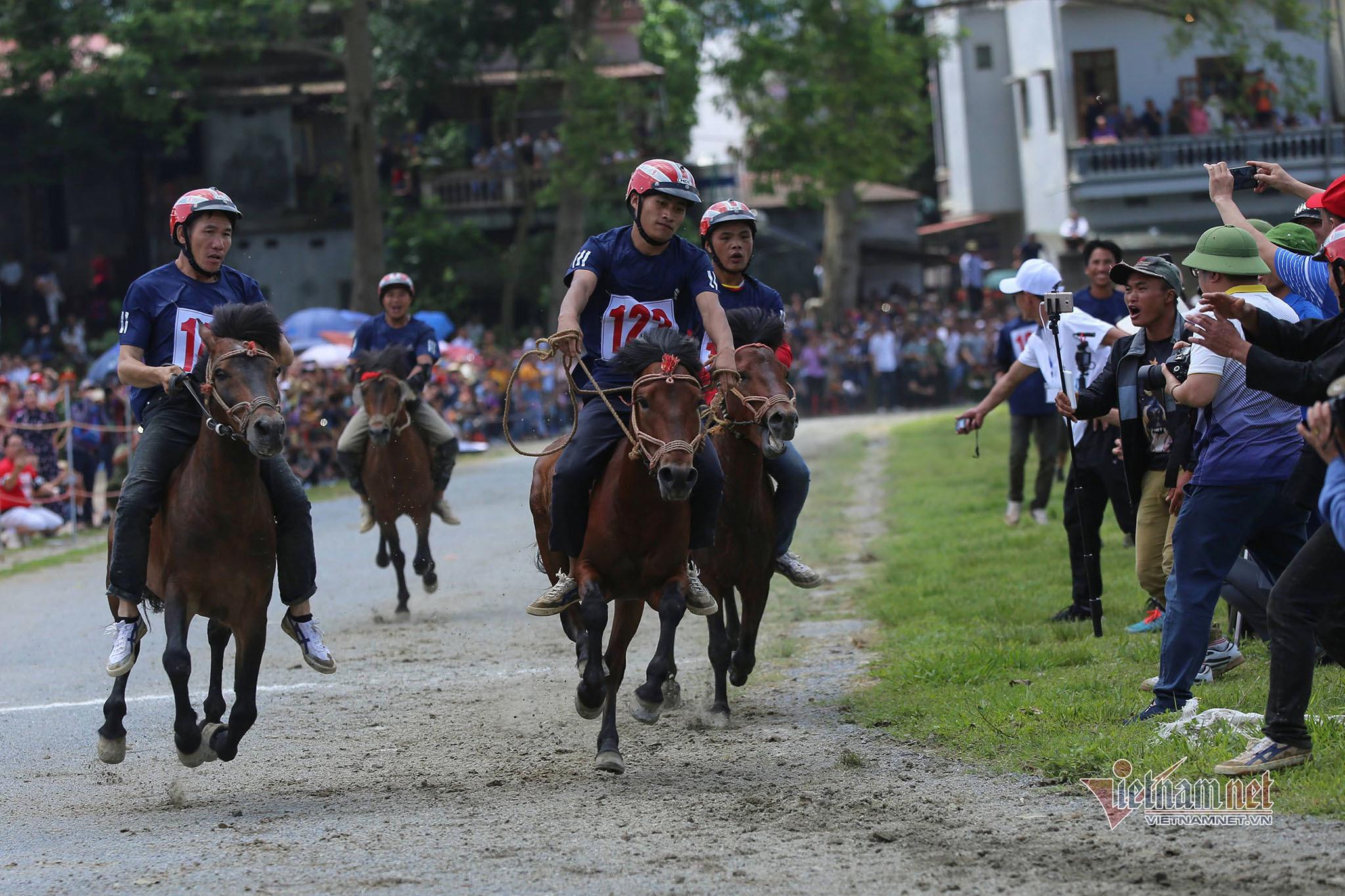 Lễ hội đua ngựa Bắc Hà từ ngày đầu tổ chức đến Di sản Văn hóa - 2