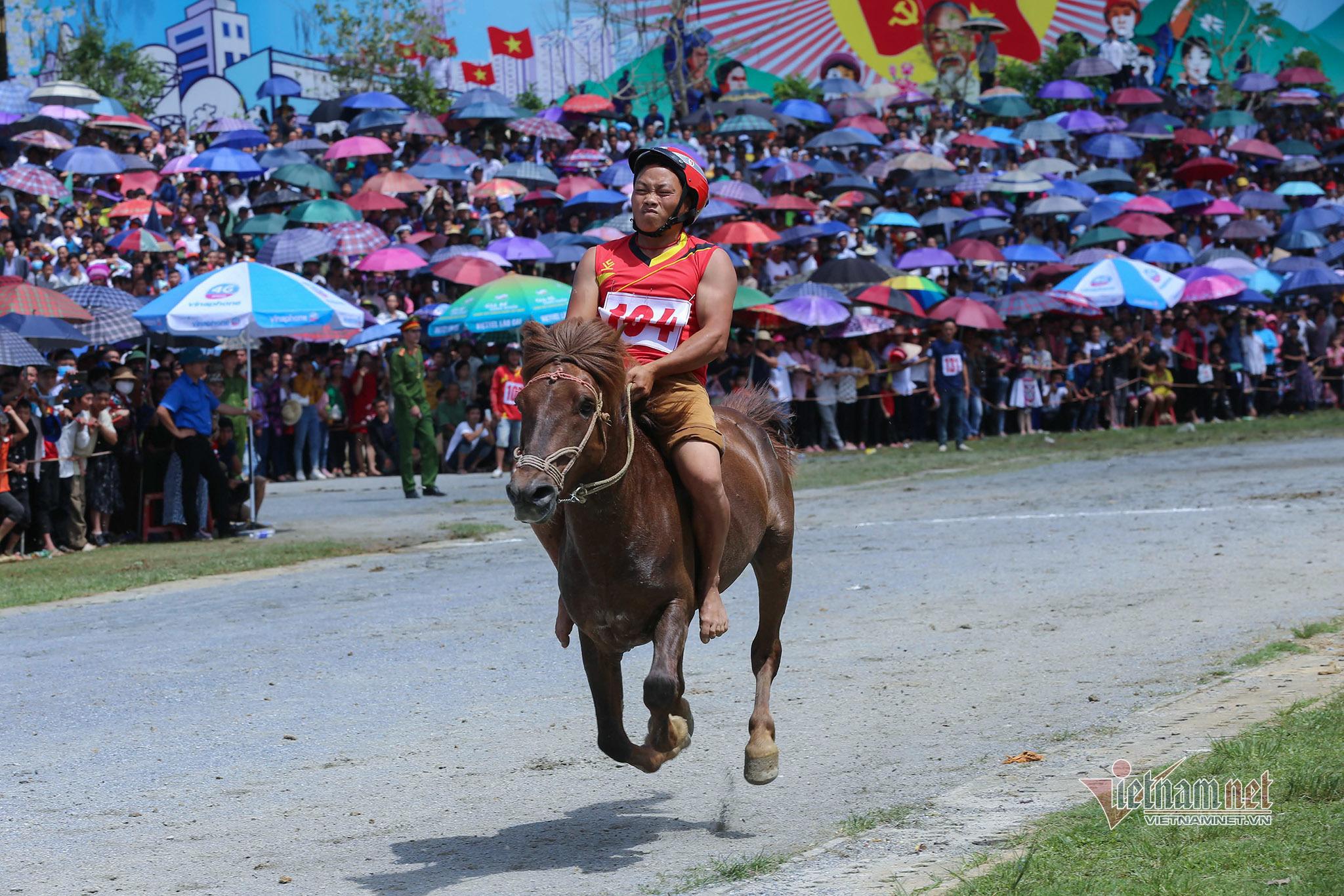 Lễ hội đua ngựa Bắc Hà từ ngày đầu tổ chức đến Di sản Văn hóa - 8