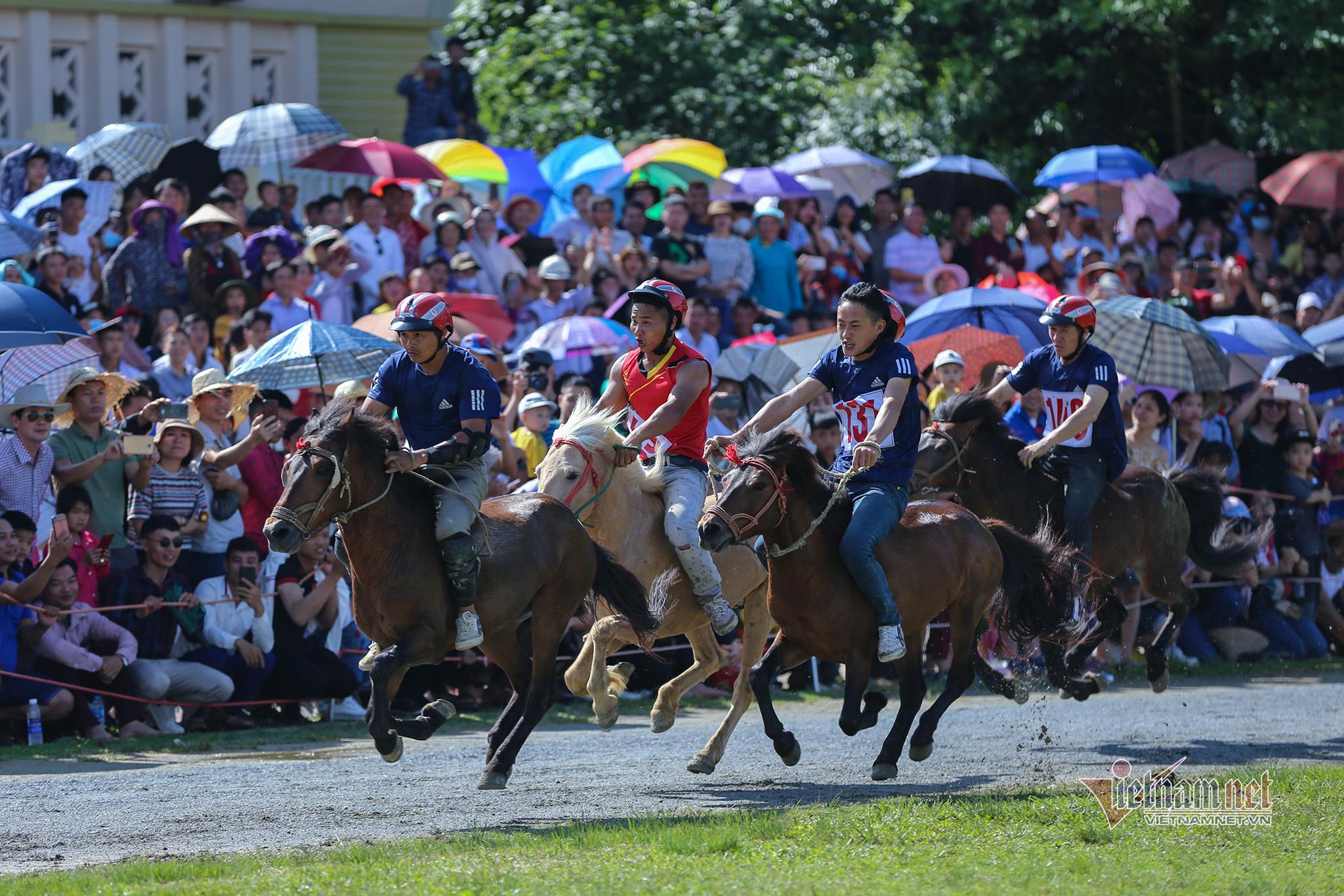 Lễ hội đua ngựa Bắc Hà từ ngày đầu tổ chức đến Di sản Văn hóa - 6