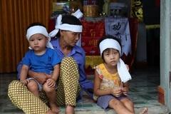 Thai phụ bị nước cuốn trôi, con thơ nhớ mẹ khóc cạn nước mắt