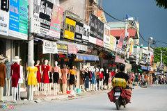 'Chợ chân dài manequin' vắng khách sau khi Hà Nội nới lỏng giãn cách