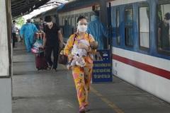 Bốn chuyến tàu đưa 2.800 người dân Quảng Bình rời TP.HCM về quê