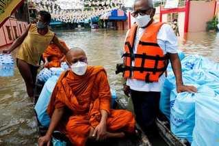 Mưa lớn kéo dài, cố đô Thái Lan chìm trong biển nước