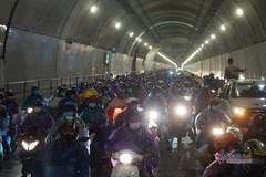 Thủ tướng điện hỏa tốc yêu cầu các tỉnh thành đưa đón người dân về quê