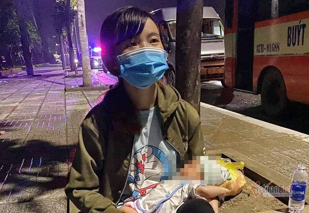 Trải lòng của người mẹ mới sinh con 15 ngày vượt xe máy 1.300 km về quê