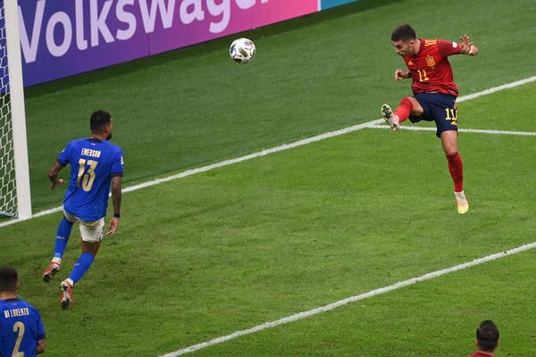 Italy thua Tây Ban Nha: Bài học quý giá cho Mancini